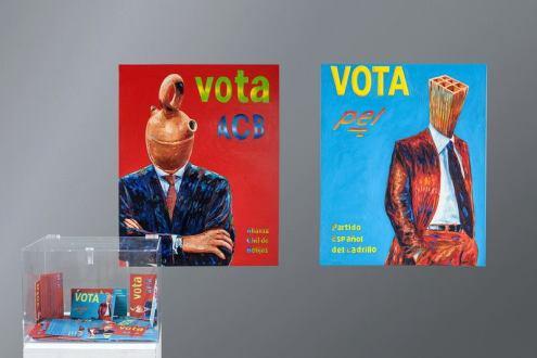 """Vota ACB/ Vota PEL"", óleo/lienzo, díptico, 92x73 cm. cada pieza. Urna de metacrilato y octavillas. 2015"